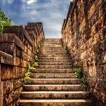 運勢,今後の見通し,進む道の方向を意味する「階段」の夢占い14診断